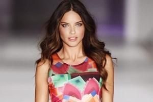 Adriana Lima'nın İstanbul aşkı ona ev aldıracak mı?