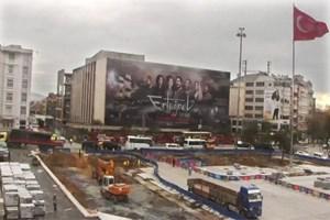 Burası Taksim AKM! Reklam panosu oldu!