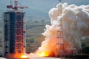 Çin uzaya iki uydu gönderdi