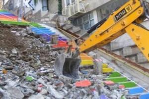 Karaköy'de renkli merdivenler yenileniyor