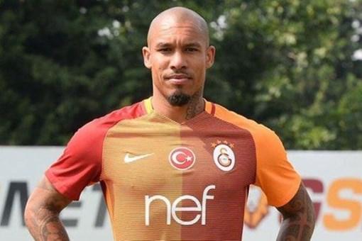 Galatasaray'da forma giyen Nigel de Jong evini satışa çıkardı