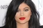 Kylie Jenner emlakçılığa soyundu