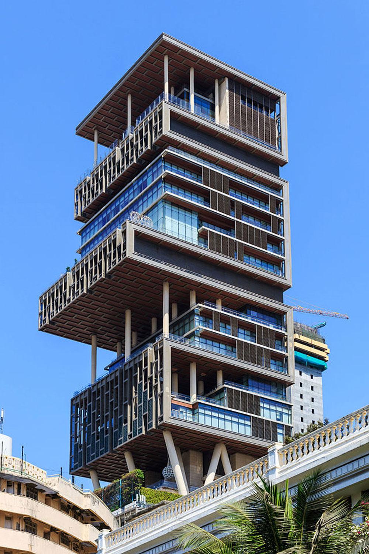 2. 'Antilia' – Mumbai / Hindistan İş adamı Mukesh Ambani'ye ait bu 27 katlı binanın değeri 1...
