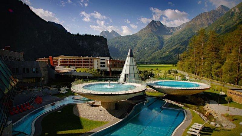 Avusturya'da Alpler'in ortasında bulunan otel huzurun ve sessizliğin hüküm sürdüğü bir yer olarak...