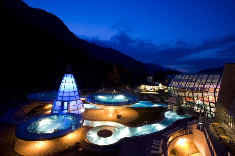 İsterseniz Alpler'in bol oksijenli atmosferinde, isterseniz otelin tam profesyonel hizmet veren...