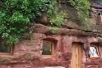 700 yıllık mağarayı lüks eve dönüştürdü!
