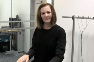 Bu kadının robot olduğuna kimse inanmıyor