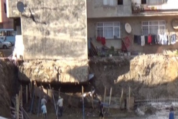 Ordu'da yıkılma tehlikesi bulunan bina tahliye edildi