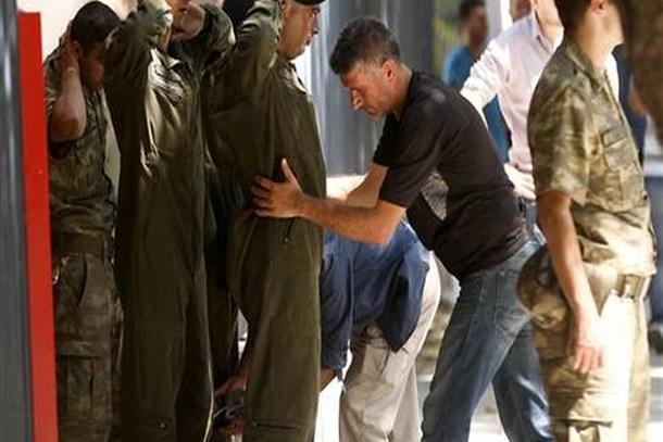 Genelkurmay'daki askerler teslim oldu