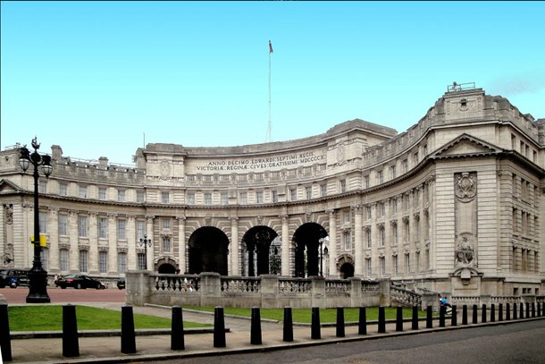 Londra'nın tarihi binası Admiralty Arch satışa çıktı