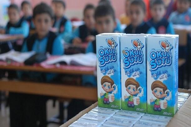 Okul sütü programına devam edecek