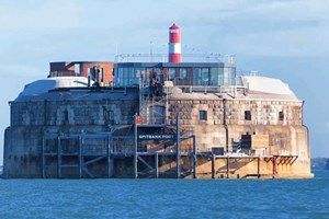 Eski savaş adasını lüks bir otele çevirdiler!