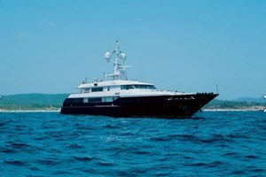 Armani'nin 150 metrekarelik yüzen sarayı