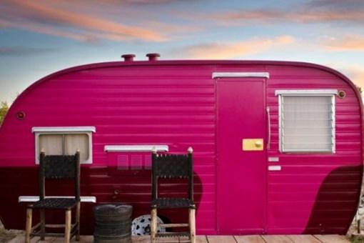 Texas'ta karavan ve çadırdan inşa edilen otel