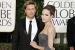 Angelina Jolie'nin bekar evine taşındı!
