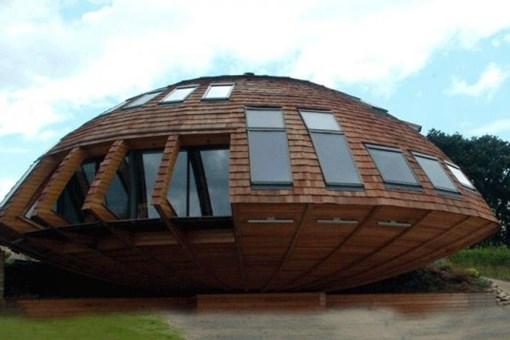 Bu ev hem ekolojik hem de kendi etrafında dönüyor