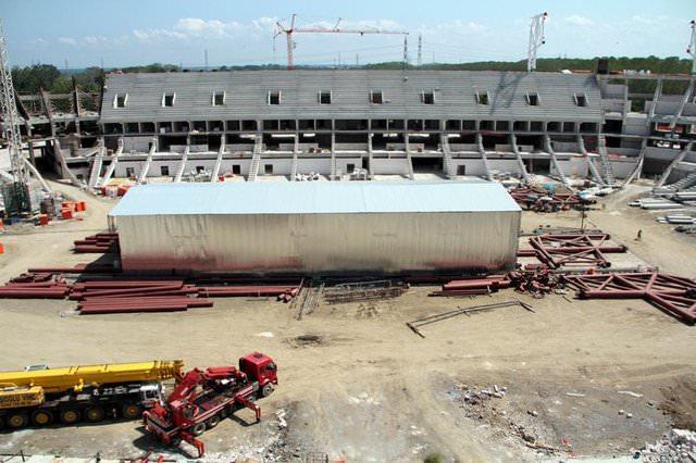 TOKİ tarafından yapılan, 140 bin metrekarelik alana sahip stadın temeli 4 Ağustos 2013'te atıldı.