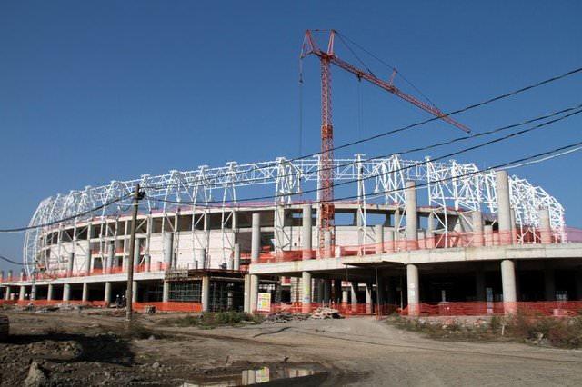 33 bin 919 seyirci kapasiteli stadın çatısı ve dış kaplaması ile saha zeminine çim ekimi tamamlandı.