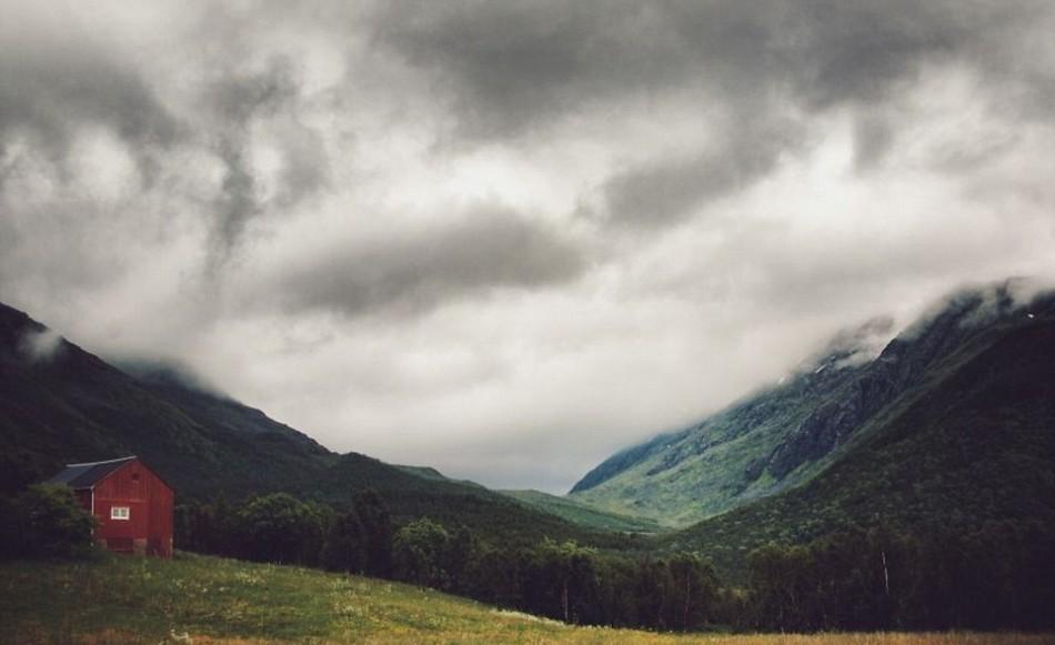 Norveç'in kuzey kesimi terkedilmiş evlerle doludur.