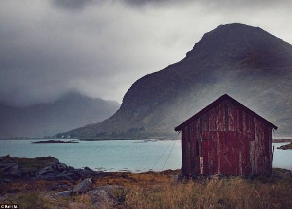 Norveçli fotoğraf sanatçısı da bu evleri tek tek fotoğrafladı...