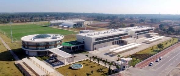Antalya Büyükşehir Belediyesi'nin 43 milyon 187 bin liralık yatırımla tamamladığı Antalyaspor...