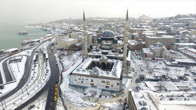İşte beyaza bürünen İstanbul ve tarihi yarımada da muhteşem kar manzaraları