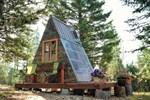 """700 dolara inşa edilen """"masalsı"""" mini ev"""