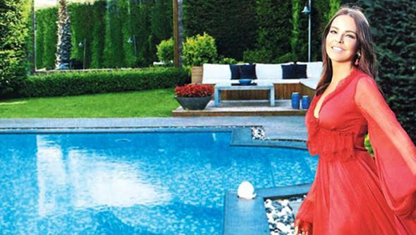 Bengü Beykoz-Acarkent'teki villasının kapısını açtı.Havuzlu, bahçeli villanın dekorasyonu için İç...