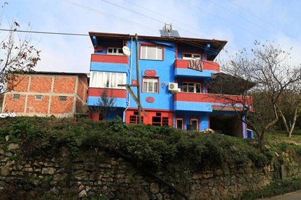 Takım aşkı evini bordo-maviye boyattı!