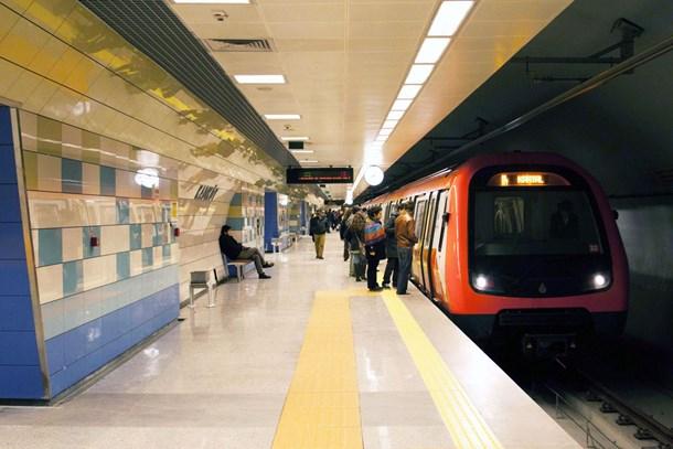 Beklenen metro hattının tabelaları dikildi