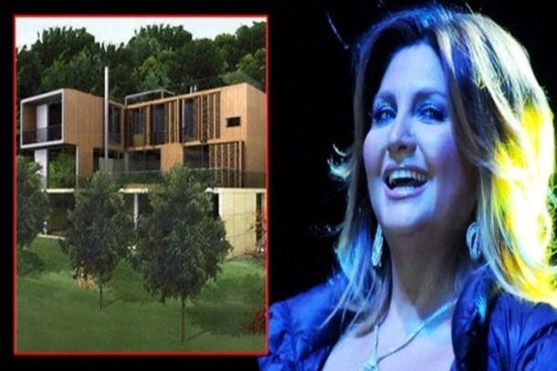 Sibel Can Türkan Şoray'a komşu oldu
