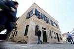 İzmir'in taş evleri dudak uçuklatıyor