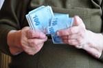 Torununa bakan büyükannelere müjde! İlk maaşlar bugün yatıyor