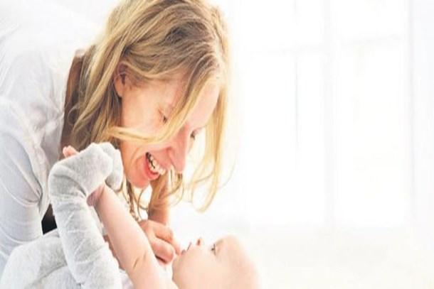 Çalışan annelere müjde! Bakıcı çalıştırana ayda bin 500 TL destek!