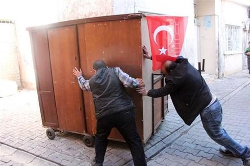 Türkiye onları ''gardıropta yaşayan aile'' olarak tanıdı! Şimdi evleri var!