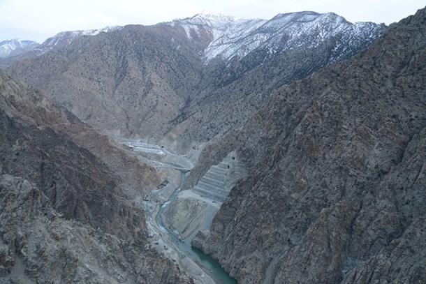 Yusufeli Barajı'nda profesyonel dağcılar çalışıyor!