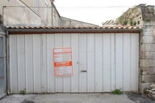 Dışarıdan bir garaj gibi görünüyor ama içerisi villa!