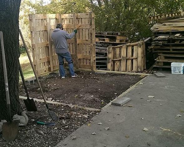Evinin bahçesine kiler yapmak isteyen adam usta çağırmak yerine bunu kendisi yapmaya karar...