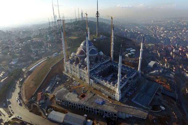Emlak Konut'tan Çamlıca Camisi'ne dev bağış!