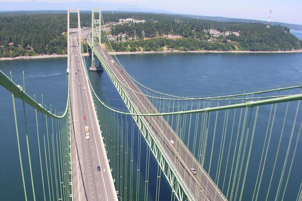 Bu köprü, orijinal köprü yerine inşa edildi. Köprünün inşası, 827.7 milyon dolara mal oldu.<br...