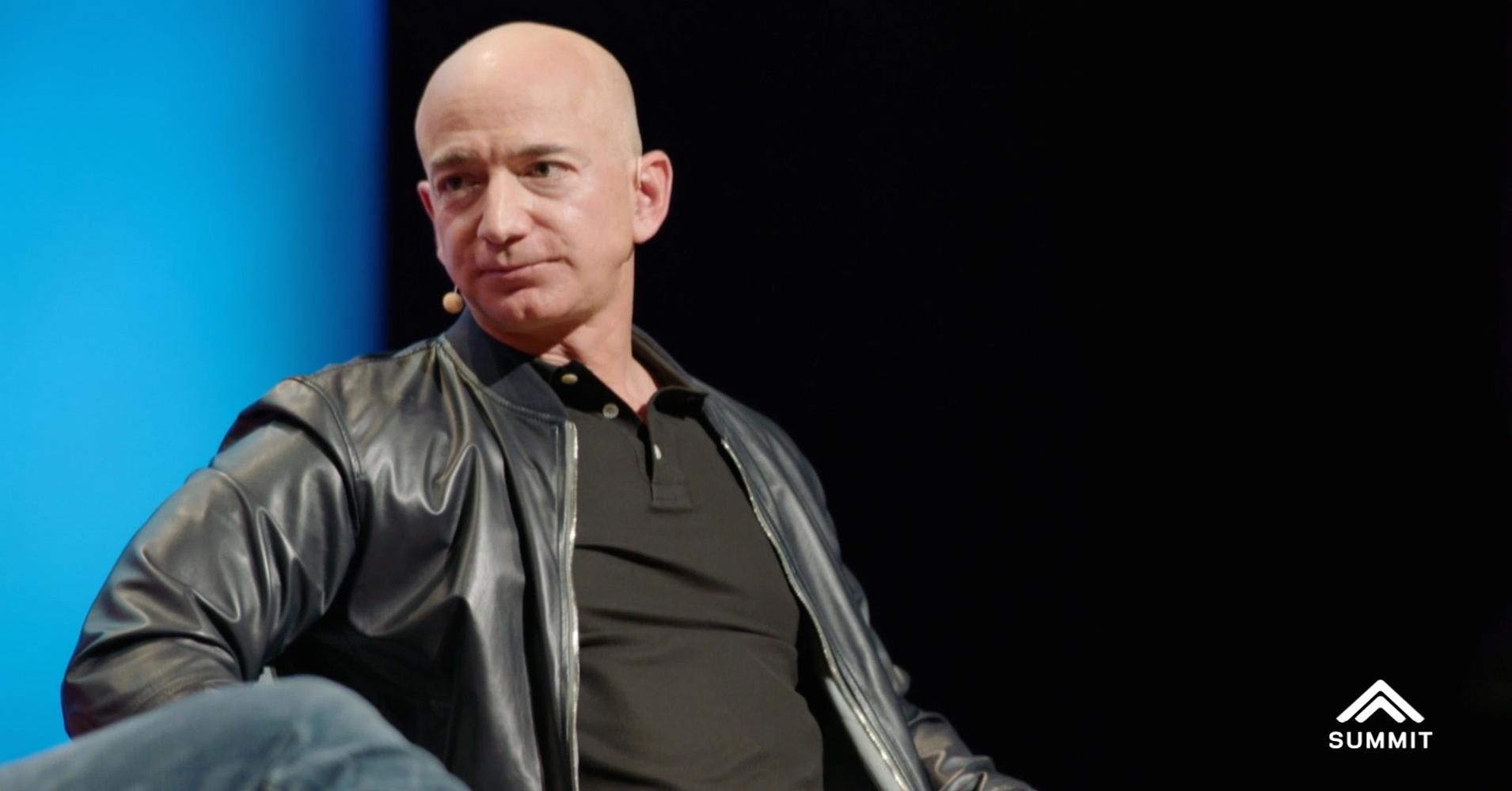 Bezos zenginleşmesinde şirketinin Şükran Günü sonrasındaki 5 haftalık süreçte online harcamalarda...