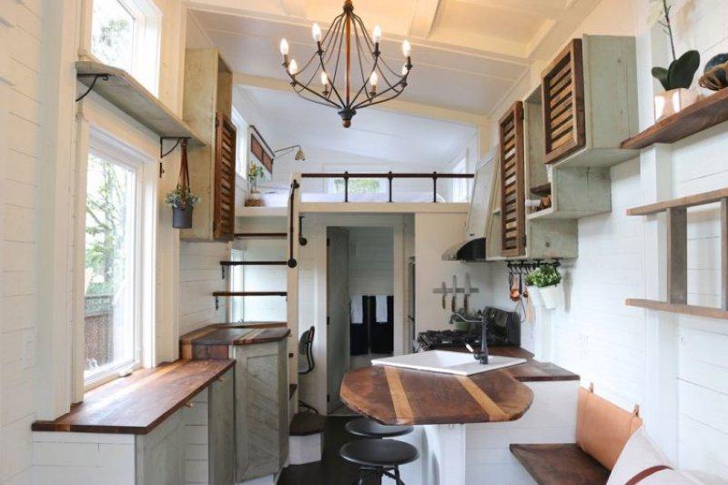 Bu ev, zekice hazırlanmış kullanışlı alanları, 7-8 kişinin rahatça sığacağı modern bir ortama...
