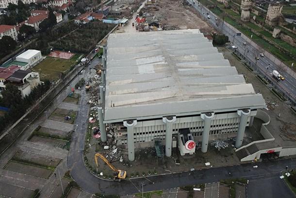 Abdi İpekçi Spor Salonu'nda yıkım başladı