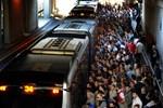 Metrobüsü bakın her gün kaç kişi kullanıyor?Metrobüs neden bu kadar kalabalık sorusuna cevap geldi