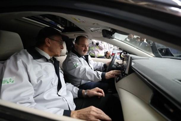 Sanayi bakanı Toyota testinde! Direksiyona kendi geçti