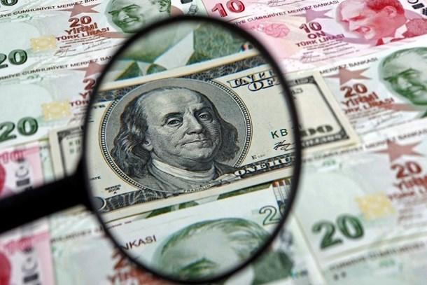 Dolar/TL'de dalgalanma sürüyor
