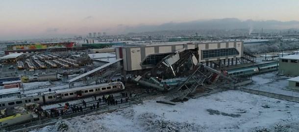 9 kişinin öldüğü hızlı tren faciası nasıl oldu?