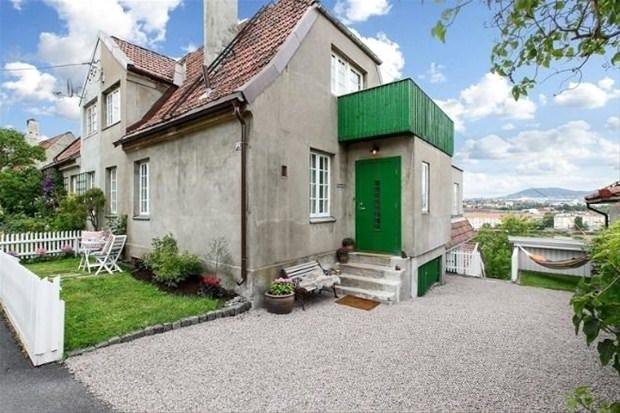 Norveç'te dışarıdan bakımsız ve eski görünen evin için görünler şaşkınlıklarını gizleyemiyor....