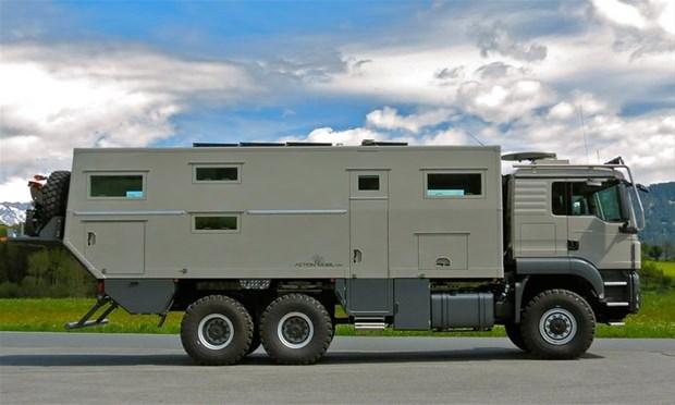 Bir tasarım şirketi bu kamyonun içine içinde bir evde olması gereken her şeyin bulunduğu lüks bir...