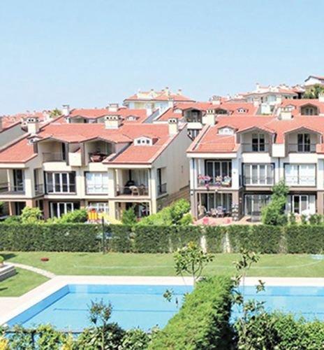 Kıvanç Tatlıtuğ, yıllık 100 bin TL peşin ödediği lüks dairesini kapatarak Göktürk'te bahçeli...
